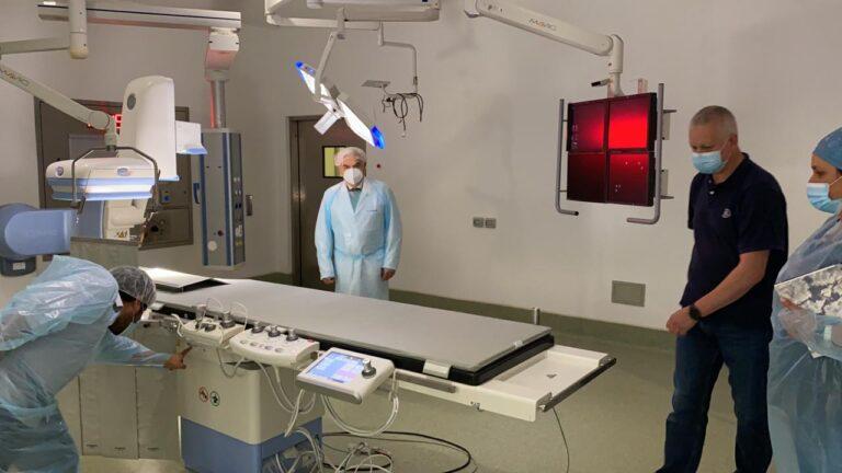 Hospital El Carmen amplía atenciones no Covid-19 con nueva sala de hemodinamia