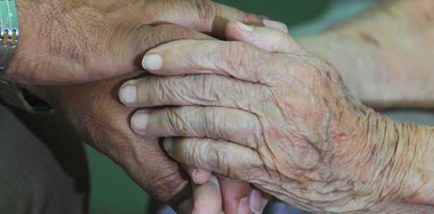 Mujeres cuidadoras de personas con demencia: cuando el olvido también las toca a ellas